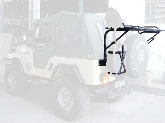 Bagageiro traseiro com suporte de pá e porta estepe basculante horizontal