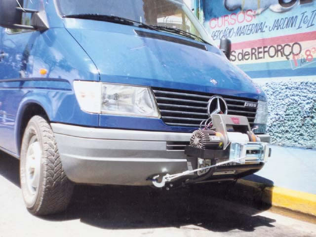 Mesa para guincho ( presa no chassis para Trafic )
