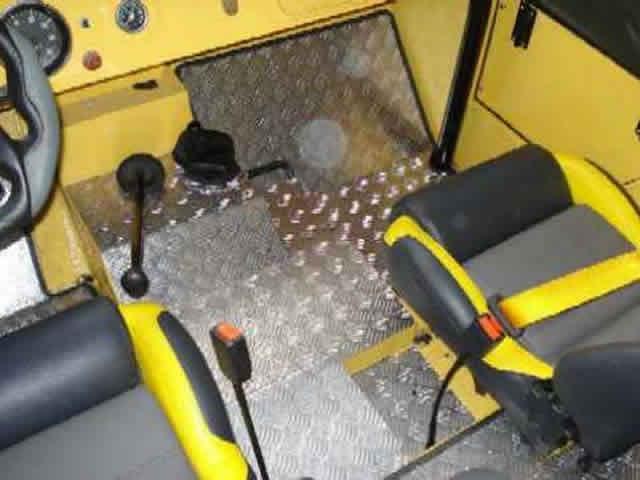 Tapete em alumínio ( anti-derrapante ) para qualquer veículo