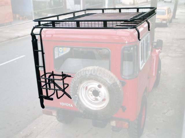 Bagageiro com tela, Escada tubular, Snorkel de Scap e Porta Estepe e Galão basculante horizontal