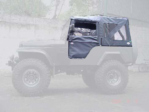 Capota Semi Trial com 3 janelas ( bege iraque externo e manta branca interno )
