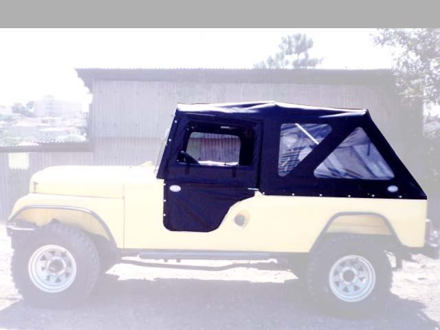 Capota Semi-Trial Sport 3 janelas ( preto externo e manta branca interno )