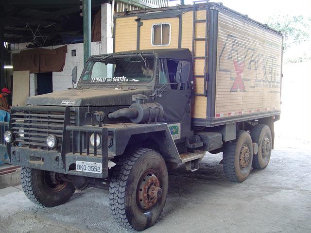 Capota Super Trial com 2 janelas ( verde militar externo e bege iraque interno )