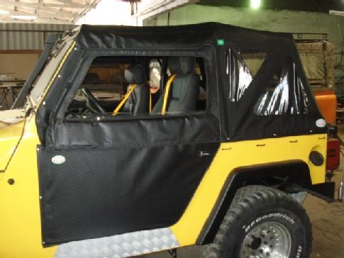 Capota Semi Trial com 3 janelas ( preto externo e manta branca interno )