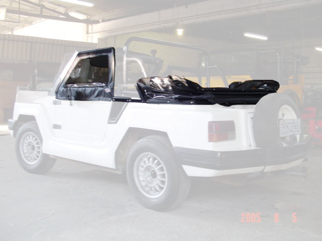 Capota Semi Trial Sport com 3 janelas ( preto externo e manta branca interno ) Basculado