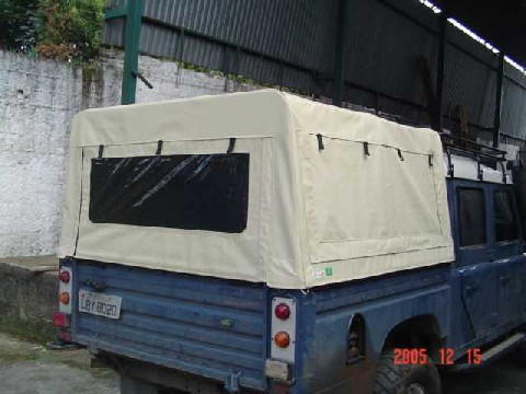 Capota Semi Trial tipo Safári 3 janelas ( areia externo e manta branca interno )