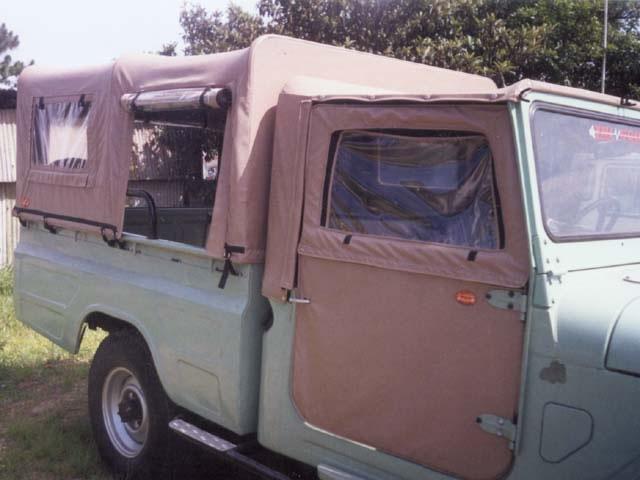 Capota Super Trial Tipo Safári com 5ª janela ( castor médio externo e areia interno ) + cabine removível