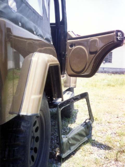 1/2 Porta de Fibra ( CJ-5 ) ( direita interna ) com Local para fixação de Auto Falante  e janela removível ( externa )