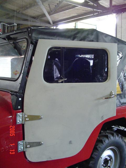 Porta Inteiriça em Fibra ( CJ-5 ) com Maçaneta, Maquina de vidro, Vidro, Quebra Vento ( externa )