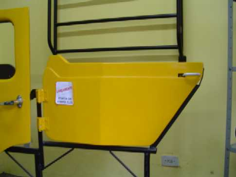 1/2 Porta de Fibra ( CJ-3 ) com maçaneta e dobradiças ( esquerda-externa )